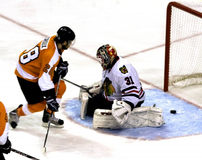 Flyers' Claude Giroux scores the winning goal of game three of the 2010 Stanley Cup Finals