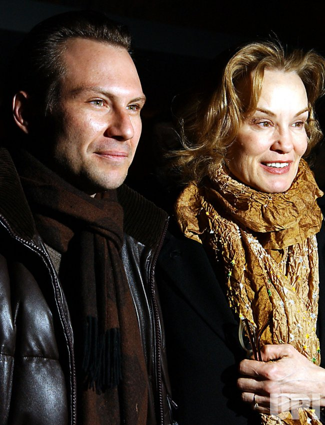 "JESSICA LANGE OPENS ON BROADWAY IN ""THE GLASS MENAGERIE"""