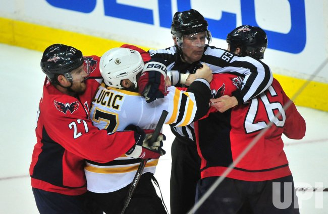 Matt Hendricks fights with Boston Bruins' Milan Lucic in Washington