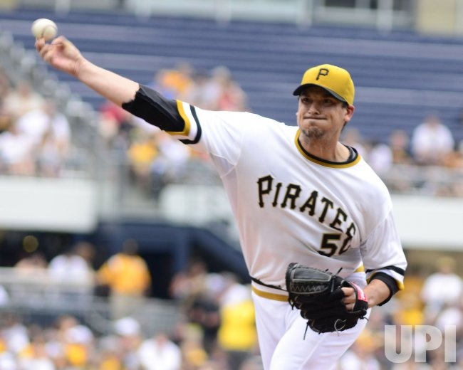 pirates starting pitcher charlie morton in pittsburgh upi com pirates starting pitcher charlie morton
