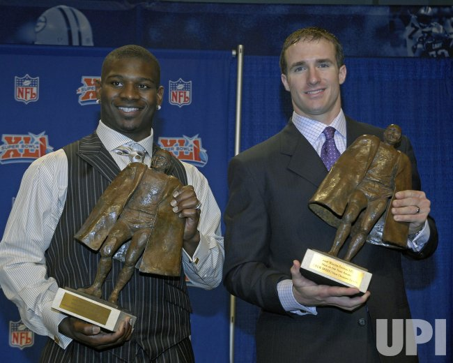TOMLINSON AND BREES WIN WALTER PAYTON MAN OF THE YEAR AWARDS