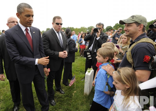 President Obama visits Arlington National Cemetery on Memorial Day