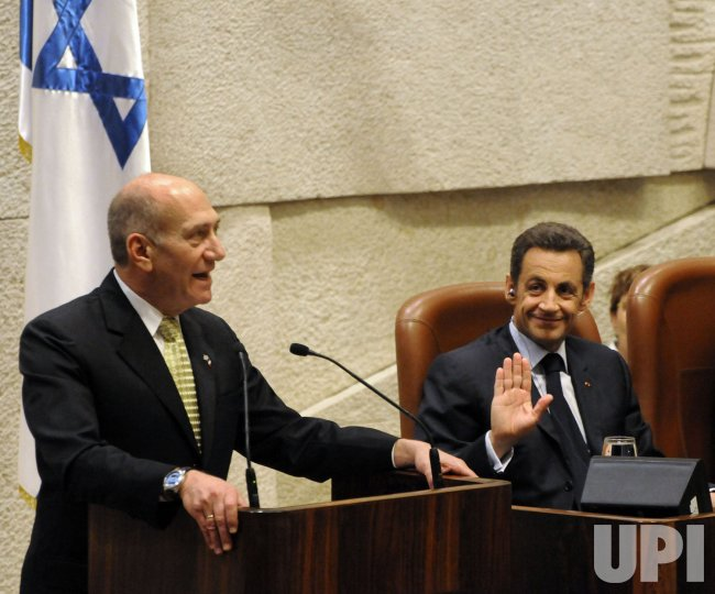 French President Nicolas Sarkozy and his wife Carla Bruni visit the Israeli Knesset