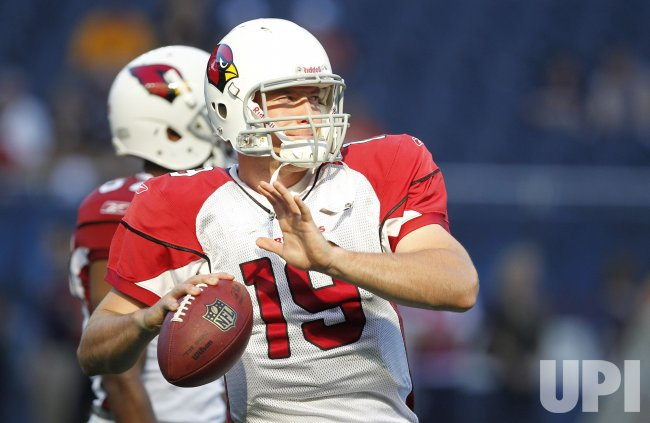 Cardinals Skelton throws during warmups against Bears in Chicago