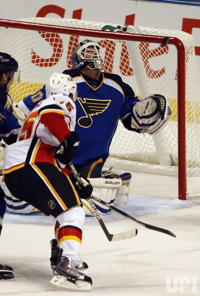 Calgary Flames Nigel Dawes St. Louis Blues Chris Mason