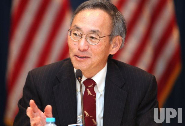U.S. Energy Secretary Steven Chu speaks with journalists in Beijing