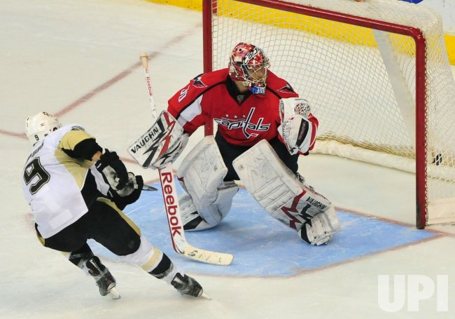 Pittsburgh Penguins' Pascal Dupuis scores in Washington