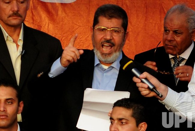 Egypt's Islamist President-elect Morsi addresses Egyptians in Tahrir Square