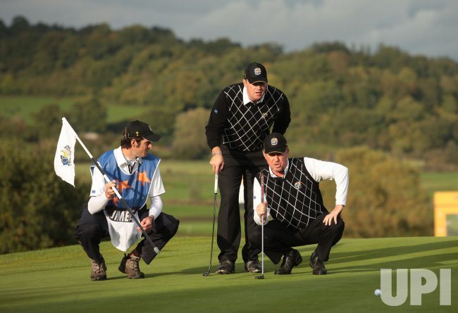 Jimenez and Hanson line up a putt on the third day of Ryder Cup.