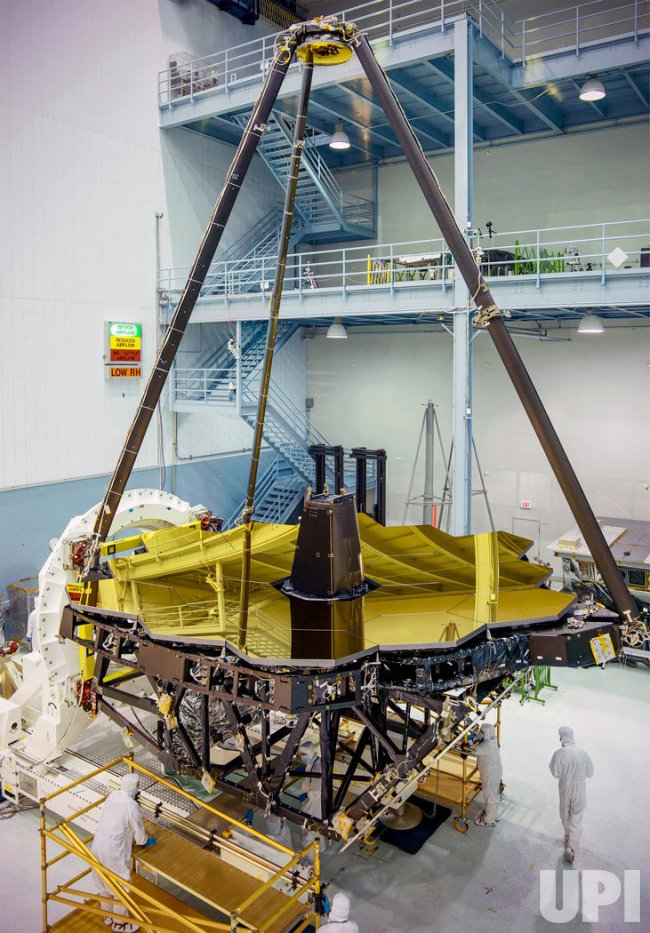 NASA unveils the James Webb Space Telescope's golden mirror