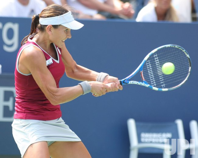 Chanelle Scheepers and Francesca Schiavone compete third-round action at the U.S. Open in New York