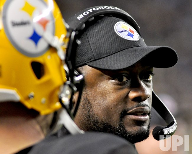 Head Coach Mike Tomlin Talks with Steelers Ben Roethlisberger in Pittsburgh
