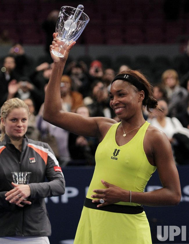 Venus Williams holds up the winners trophy at Madison Square Garden in New York