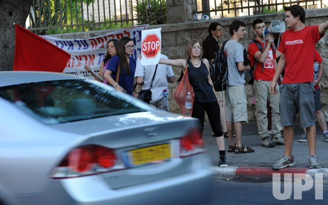 Israelis Protest Against War With Iran