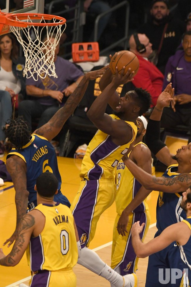 Lakers Julius Randle shoots over Warriors Nick Young