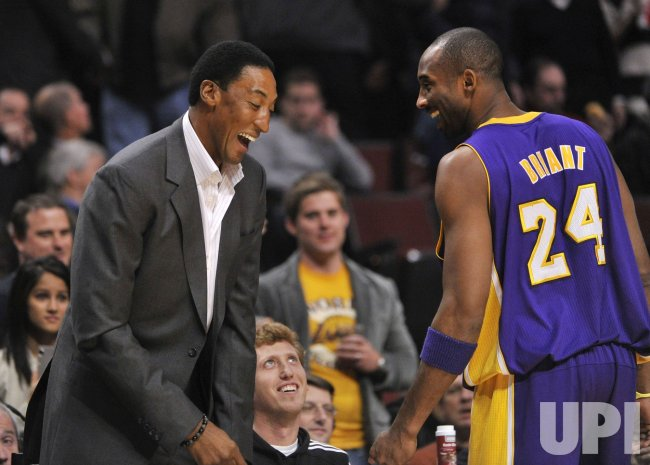 Bulls great Pippen jokes with Lakers Bryant in Chicago