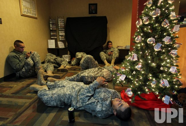 Soilders from Fort Leonard Wood decend upon St. Louis airport to leave for Christmas