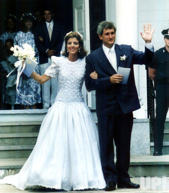 Caroline Kennedy marries Edwin Schlossberg