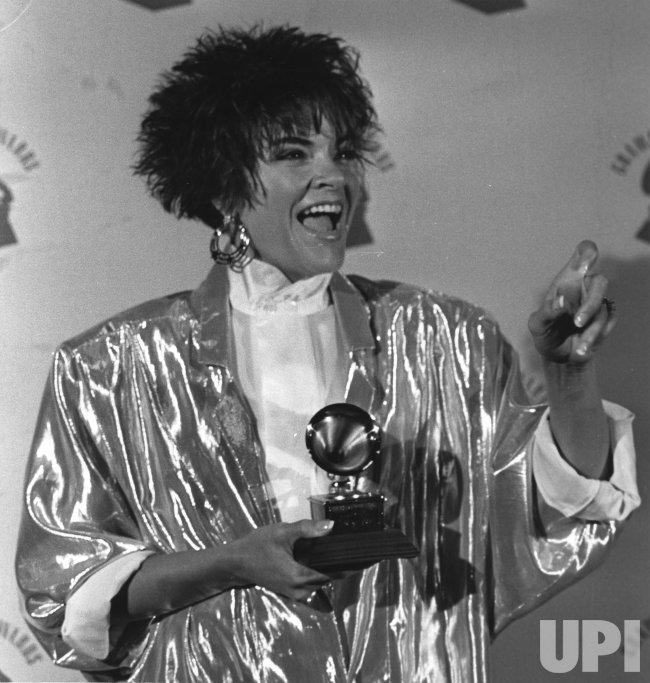 Rosanne Cash receives Grammy award