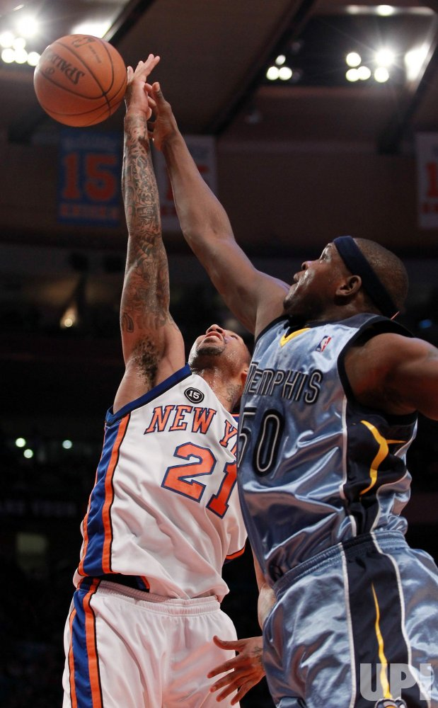 Memphis Grizzlies Zach Randolph (50) shoots while New York Knicks Wilson Chandler plays defense at Madison Square Garden