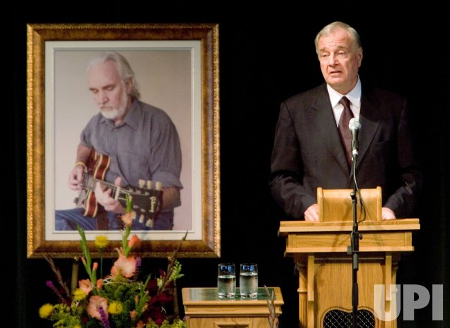 PRIME MINISTER PAUL MARTIN SPEAKS AT CHUCK CADMAN MEMORIAL