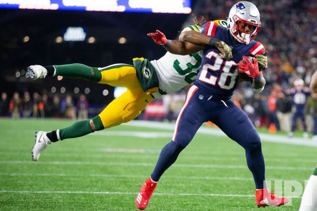 Patriots White carry against Packers