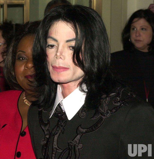 """""""King of Pop"""" Michael Jackson dies in Los Angeles"""