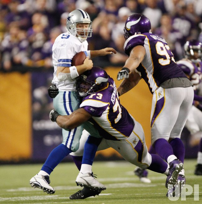 Vikings' Kennedy sacks Cowboys' Romo in Minneapolis