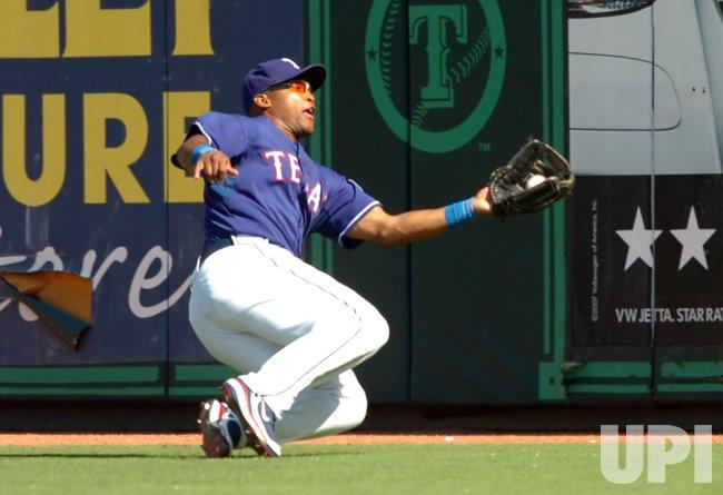 MLB SEATTLE MARINERS AT TEXAS RANGERS