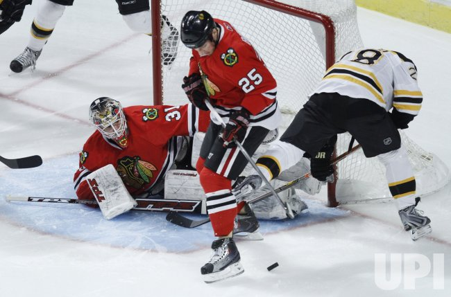Blackhawks' Niemi makes save against the Bruins in Chicago