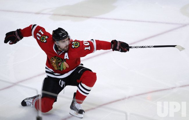 Blackhawks Sharp celebrates goal against Canucks in Chicago