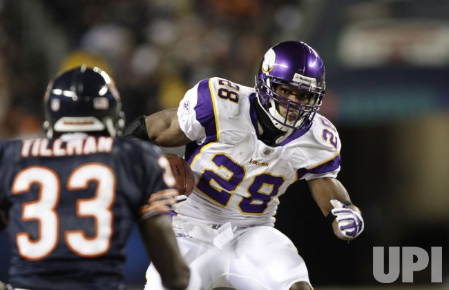 Vikings' Peterson makes reception against the Bears in Chicago