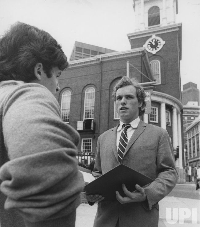 Joseph P. Kennedy II manages campaign for his uncle Sen. Edward Kennedy