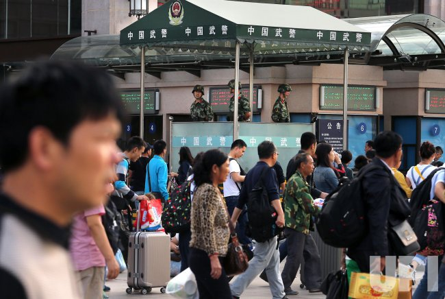Chinese head to train station ahead of National Day holidays