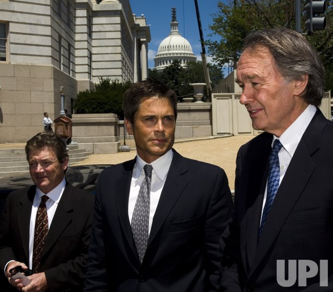 ROB LOWE AND REP. MARKEY PROMOTE PLUG-IN HYBRID CARS ON CAPITOL HILL