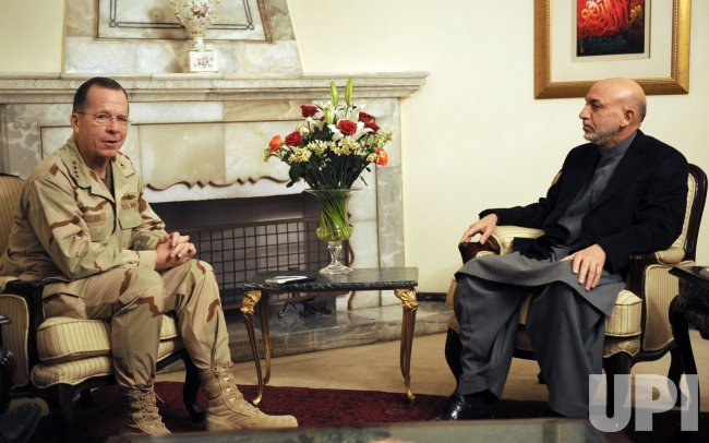 U.S. Joint Chief Chair Mullen meets with Afghan President Karzai in Kabul