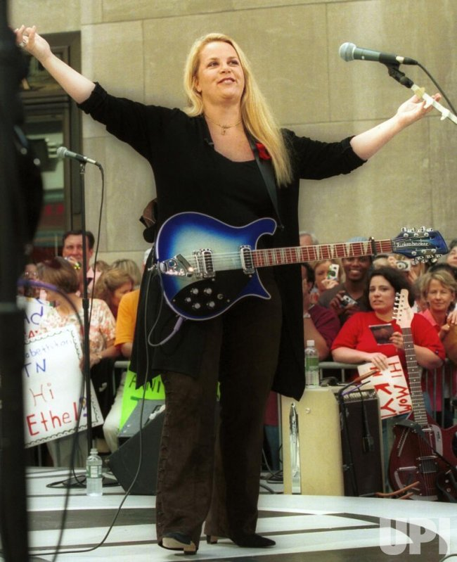 Mary Chapin Carpenter Performs on The Today Show