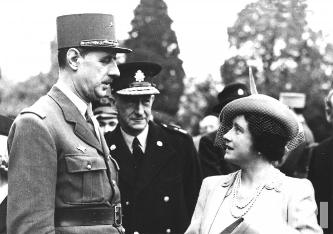 Queen Elizabeth confers with French General Charles de Gaulle in London