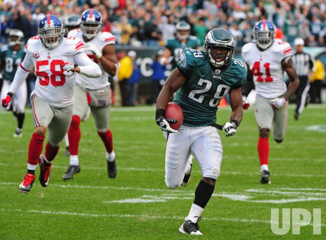 Eagles' LeSean McCoy runs for a 66-yard touchdown in Philadelphia