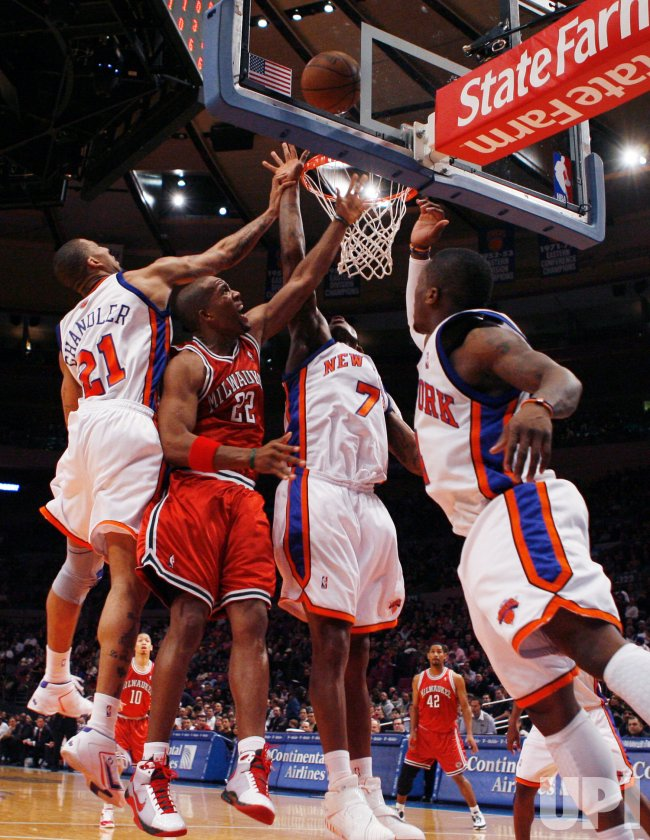 Milwaukee Bucks vs New York Knicks in New York