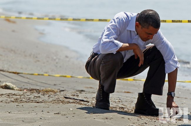 U.S. President Obama tours oils spill disaster on Gulf Coast