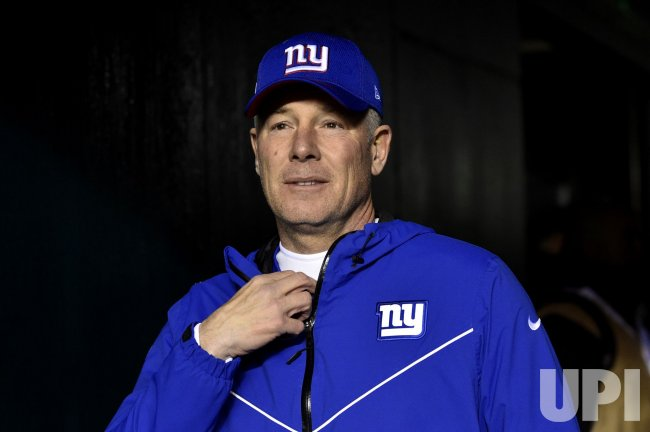 Giants head coach Pat Shurmur walks from the tunnel