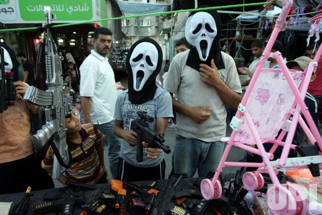 Palestinians Prepare for Eid Al-Fitr Holiday in Gaza