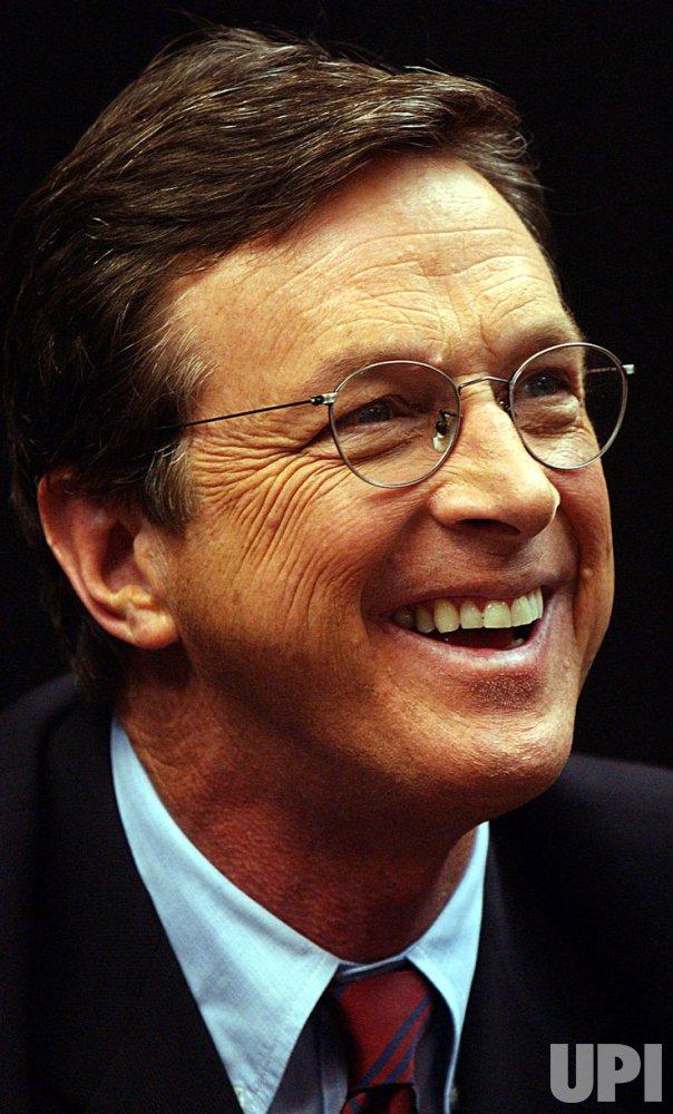 """Michael Crichton promos new book """"Prey"""""""