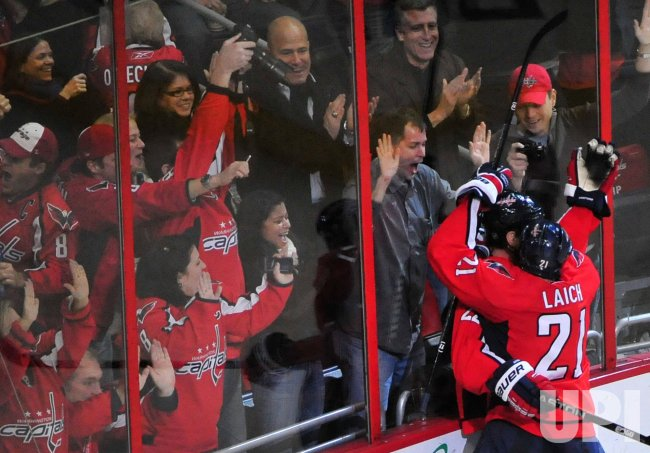 Capitals Mike Knuble celebrates with teammate Brooks Laich in Washington