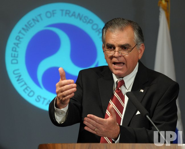 Transportation Secretary LaHood discusses distracted driving in Washington