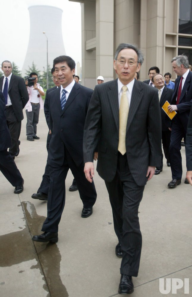 U.S. Secretary Chu visits energy plant in Beijing