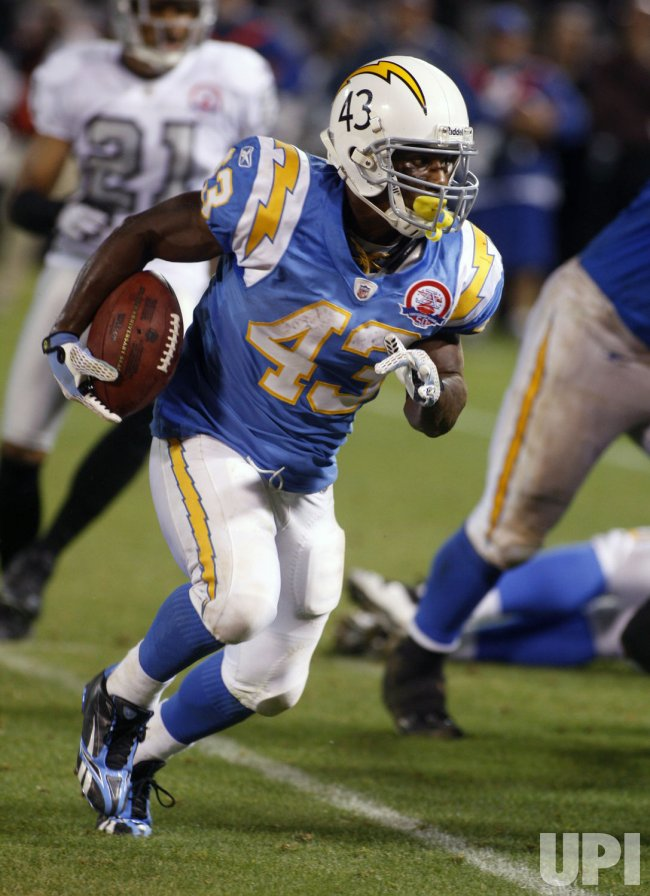 Chargers Darren Sproles returns kick against the Raiders in Oakland
