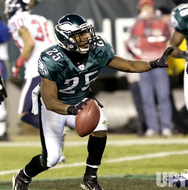 Philadelphia Eagles LeSean McCoy scores in the second quarter.