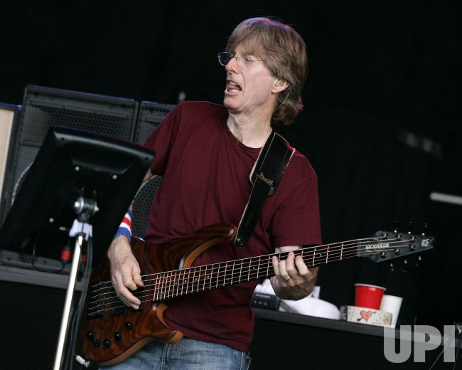 PHIL LESH PERFORMS IN CONCERT